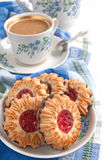 Crumbly cookies with jam Royalty Free Stock Photos