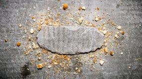 Crumbs ψωμιού και μια στάση πετρών Ελεύθερου χώρου για το κείμενο Στοκ εικόνες με δικαίωμα ελεύθερης χρήσης