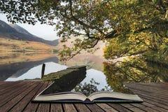 Crummock水的美好的秋天秋天风景图象在sunri的 图库摄影