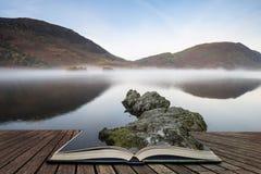 Crummock水的美好的秋天秋天风景图象在sunri的 库存图片