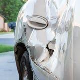 Crumped Tür wegen eines Unfalles Stockfoto