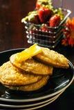 Crumpets и мед Стоковое Фото