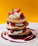Crumpets with raspberry sauce Royalty Free Stock Photos