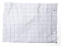 Crumpled quadrierte Blatt Papier auf Weiß Lizenzfreies Stockfoto