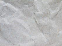 Crumpled reciclou o papel de embalagem cinzento foto de stock