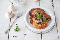 Crunchy potato pancakes with mushrooms Royalty Free Stock Photos