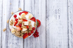 Crunchy Yoghurt with fresh fruits Royalty Free Stock Photos