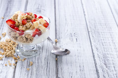 Crunchy Yoghurt with fresh fruits Royalty Free Stock Images