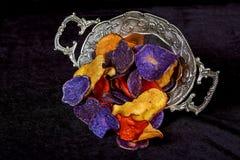 Crunchy zakąska frytki robić od Ciemnopąsowej czerwieni, purpura Fotografia Royalty Free