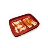 Crus frais hachent la viande de boeuf sur le plateau rouge au-dessus du backgr blanc Photo libre de droits
