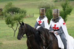 Crusading Ritter auf zu Pferde Stockbilder