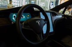 Cruscotto del modello X di Tesla fotografia stock libera da diritti