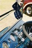 Cruscotto dell'automobile con i dadi sfocati Immagine Stock
