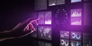 Cruscotto di business intelligence dello schermo virtuale, analisi dei dati e grande concetto di tecnologia di dati immagine stock libera da diritti