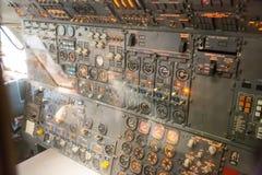 Cruscotto di elettronica aeronautica dentro l'aereo immagini stock libere da diritti