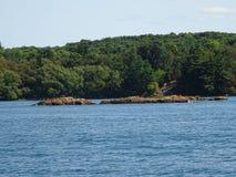 Cruse в островах ` s тысячи Канады Стоковое фото RF