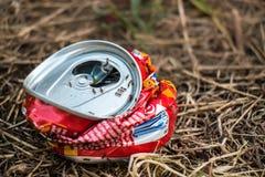 Crushed può in natura Fotografia Stock