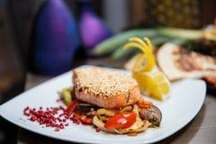 crusted salmon сезам стоковая фотография