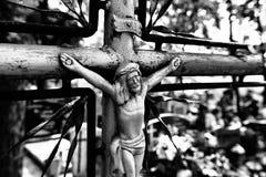 Cruz abandonada en el cementerio foto de archivo libre de regalías