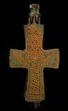 Cruz bizantina de cobre antigua en pátina marrón imagen de archivo libre de regalías