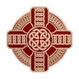 Cruz céltica del oro aislada en el fondo blanco S?mbolo de la religi?n Nudos irlandeses 3d fotografía de archivo libre de regalías