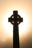 Cruz céltica en el dawm Imágenes de archivo libres de regalías