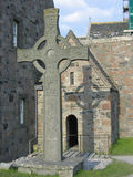 Cruz céltica y abadía de Iona Fotografía de archivo libre de regalías