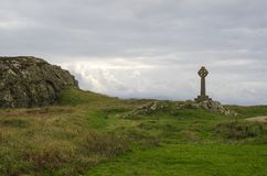 Cruz celta na ilha de Galês foto de stock royalty free