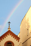 Cruz com arco-íris Foto de Stock