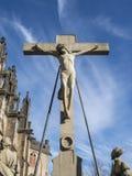 Cruz com estátua de Jesus fotografia de stock royalty free