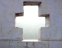 Cruz cortada en pared Imagen de archivo