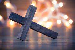 Cruz cristã de madeira imagens de stock