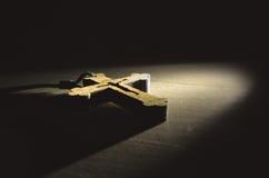Cruz cristã de madeira Fotografia de Stock Royalty Free