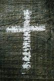 Cruz cristã em uma superfície de madeira imagem de stock