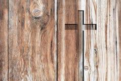 Cruz cristã velha do símbolo da religião de Brown Fotos de Stock