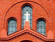 Cruz cristiana en iglesia Fotos de archivo