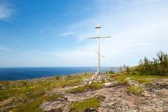Cruz cristiana encima de la montaña Imagen de archivo