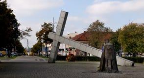 Cruz da estátua e papa John Paul II Fotos de Stock