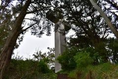 Cruz da Páscoa do nascer do sol da rocha de Greywacke em Mt Davidson San Francisco, 6 foto de stock