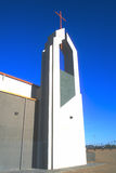 Cruz de cobre - aguja de la iglesia - moderna Fotos de archivo libres de regalías