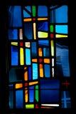 Cruz de cristal manchado de la ventana fotografía de archivo libre de regalías