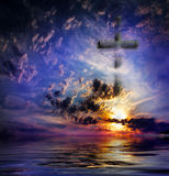 Cruz de encontro ao céu Imagem de Stock