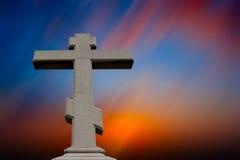 Cruz de encontro ao céu Fotografia de Stock