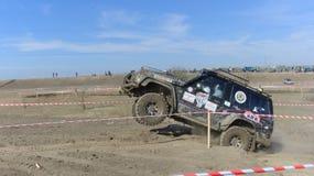 Cruz de ensayo 4x4 del jeep del Moldavia Ohei Fotos de archivo