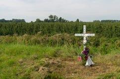 Cruz de la conmemoración del borde de la carretera Imagen de archivo