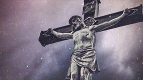 Cruz de la crucifixión con la estatua de Jesus Christ metrajes