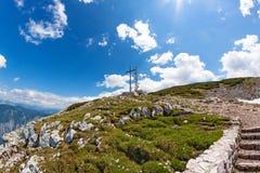 Cruz de la cumbre de Dachstein Fotos de archivo libres de regalías