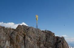Cruz de la cumbre de Zugspitze Foto de archivo