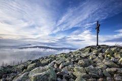 Cruz de la cumbre en el Lusen Foto de archivo