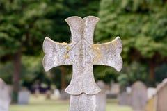 Cruz de la lápida mortuaria Imágenes de archivo libres de regalías